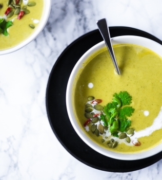 The Soup'er Bowl: Creamy Coconut Broccoli soup recipe