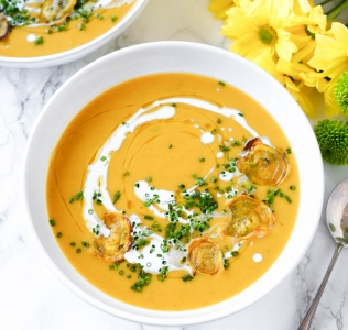 {Guest Post//Recipe} Mother's Day: Creamy Squash Soup w/ Crispy Golden Beet Chips