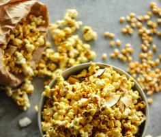 {Guest Post//Recipe} GET IT POPPIN' GOLDEN POPCORN